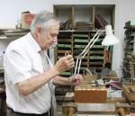 Robert Boeuf en plein travaux de reliure